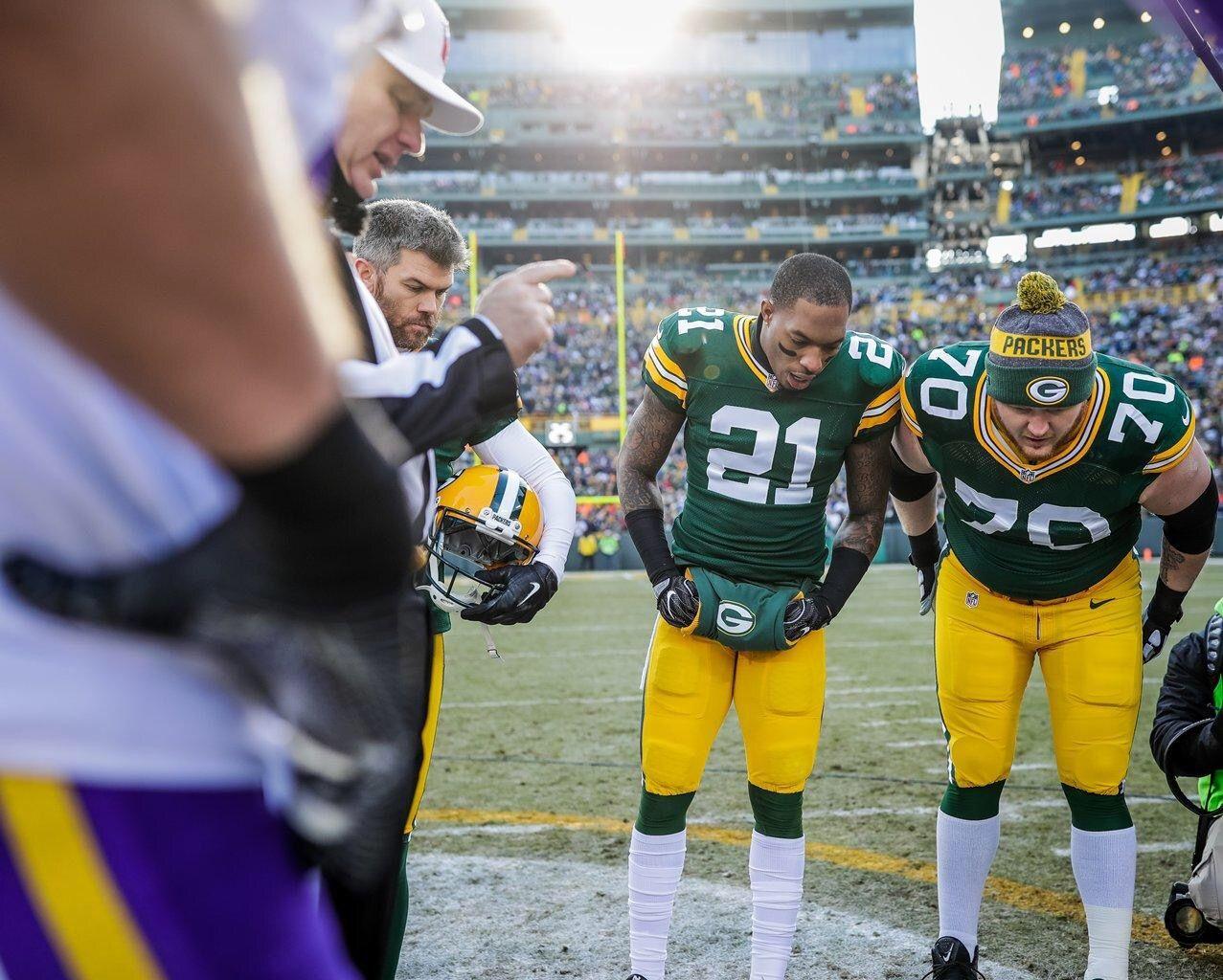 Captains Vs The Vikings Vikings Captain Green Bay Packers