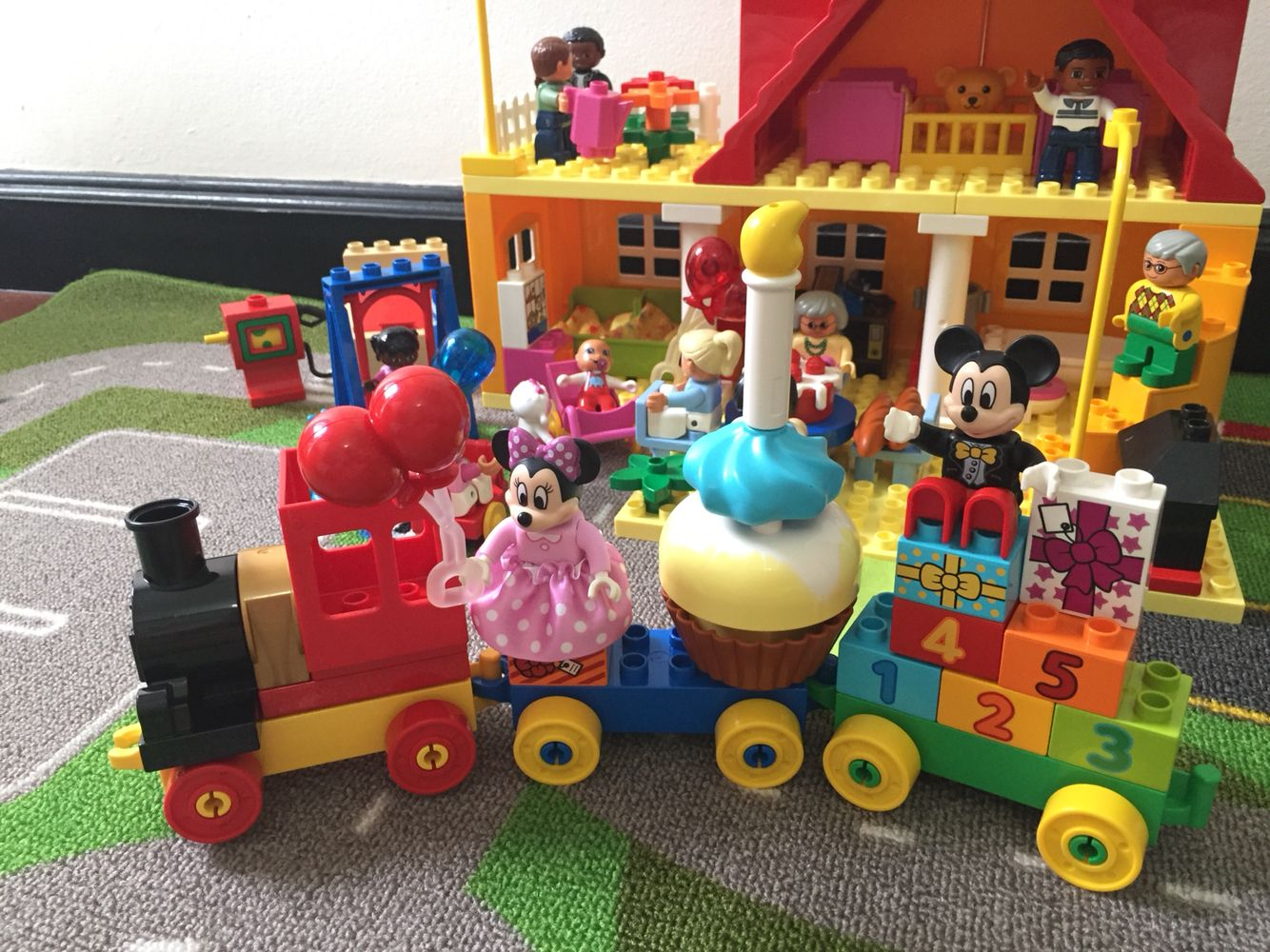 Lego Duplo L Disney Mickey Mouse Clubhouse Minnie S Caf 10830 Large Building Block Preschool Toy Find Out More Minnie Mouse Toys Lego Duplo Preschool Toys