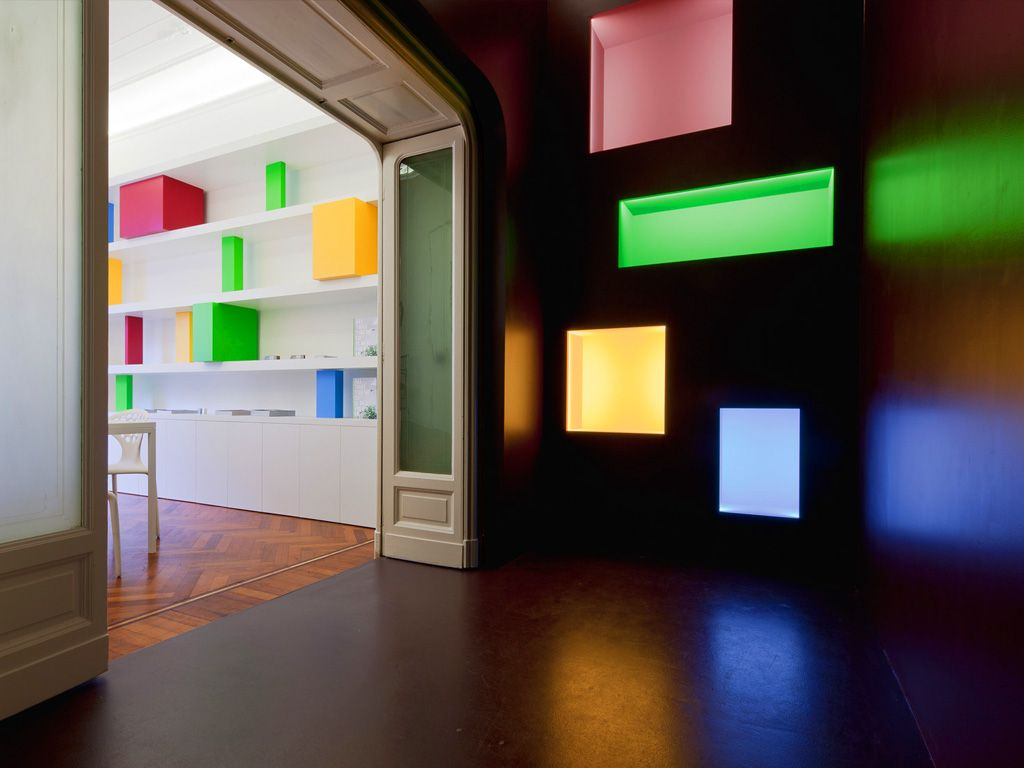 Linviibile Special Openings, Showroom. Application of coloured led inside the recesses.