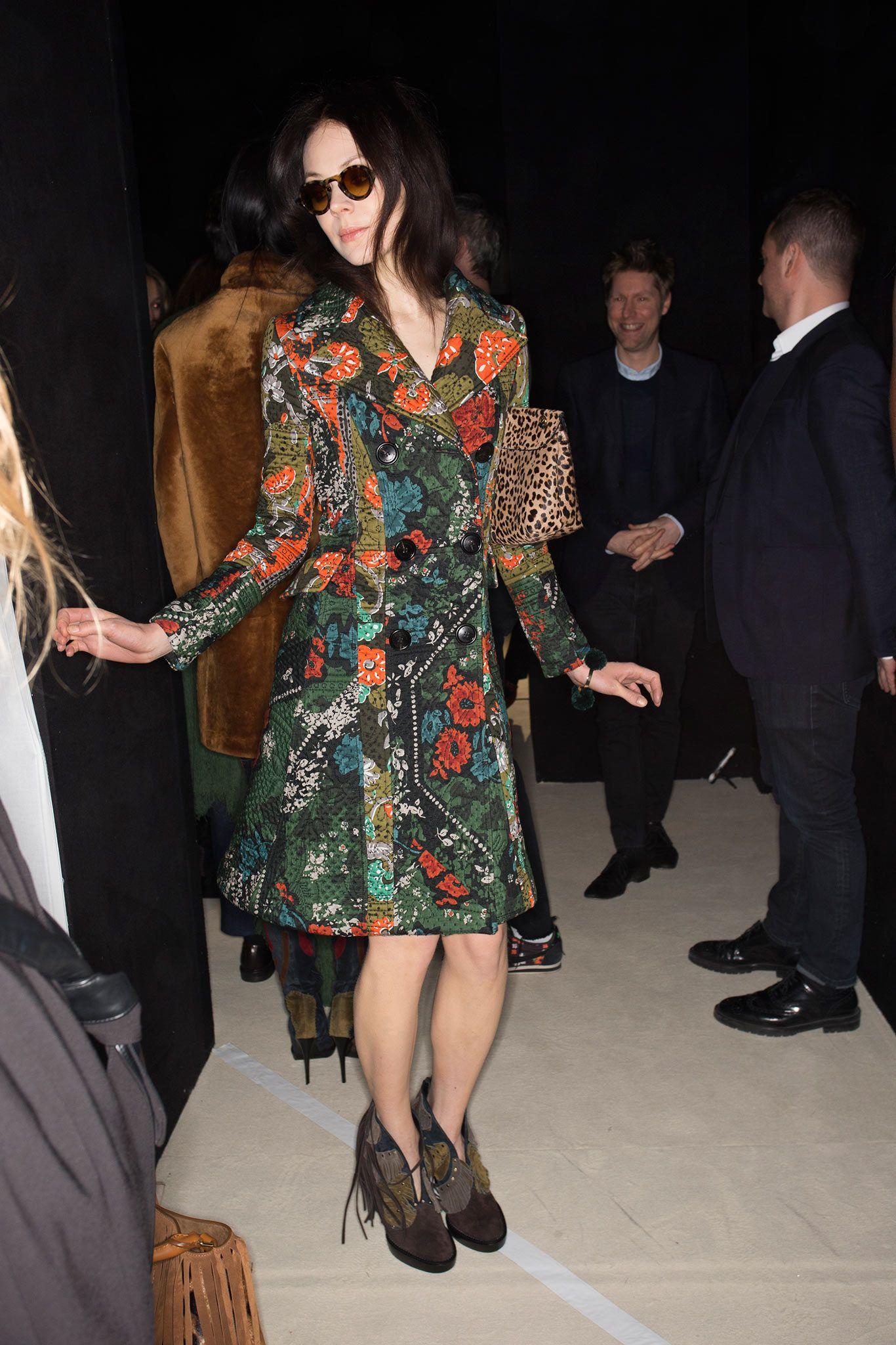 http://media.style.com/image/fashion-shows/fall-2015-ready-to-wear/london/burberry-prorsum/beauty/1366/2048/USA_1803.jpg