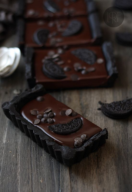 No-bake chocolate oreo tart - It's like a whole bunch of magic words rolled into a tasty treat!