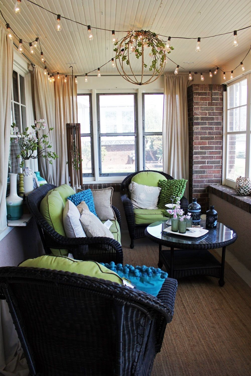 Beautiful Enclosed Porch Idea For A Narrow Space The Loveseat