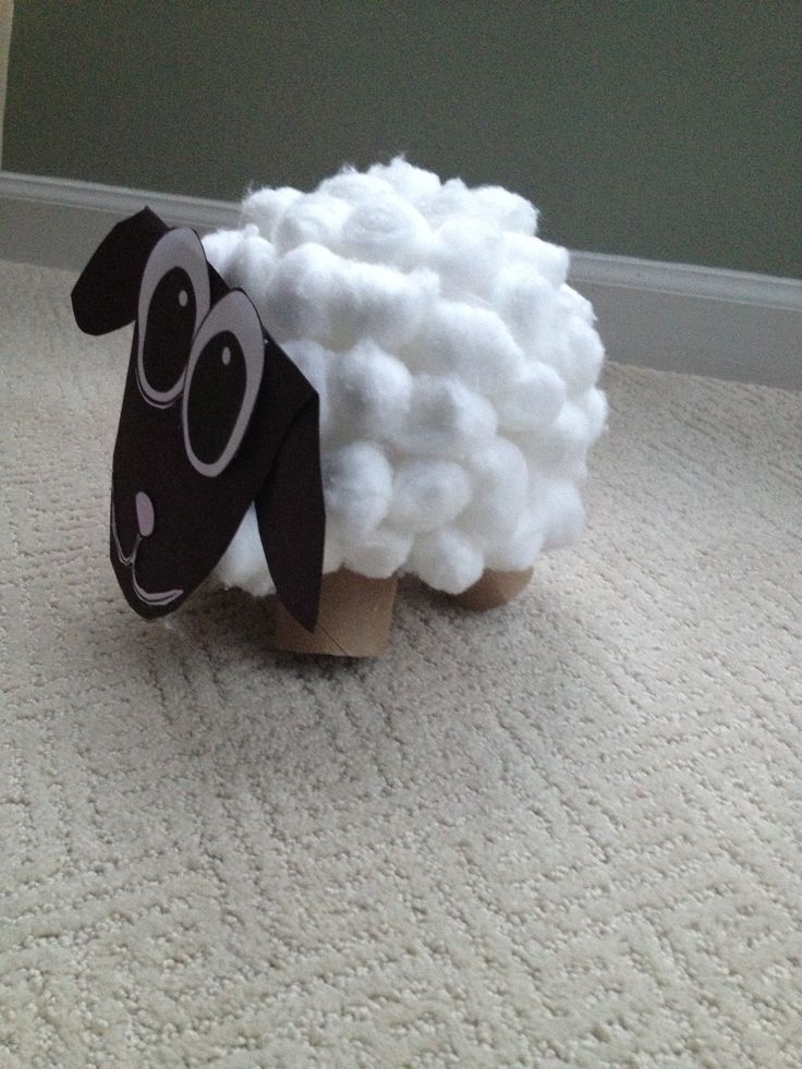 Fun way for kids to decorate for Eid. All you need is a styrofoam ball, an empty paper towel roll cut into 2 inch sections, cotton balls and some construction paper.
