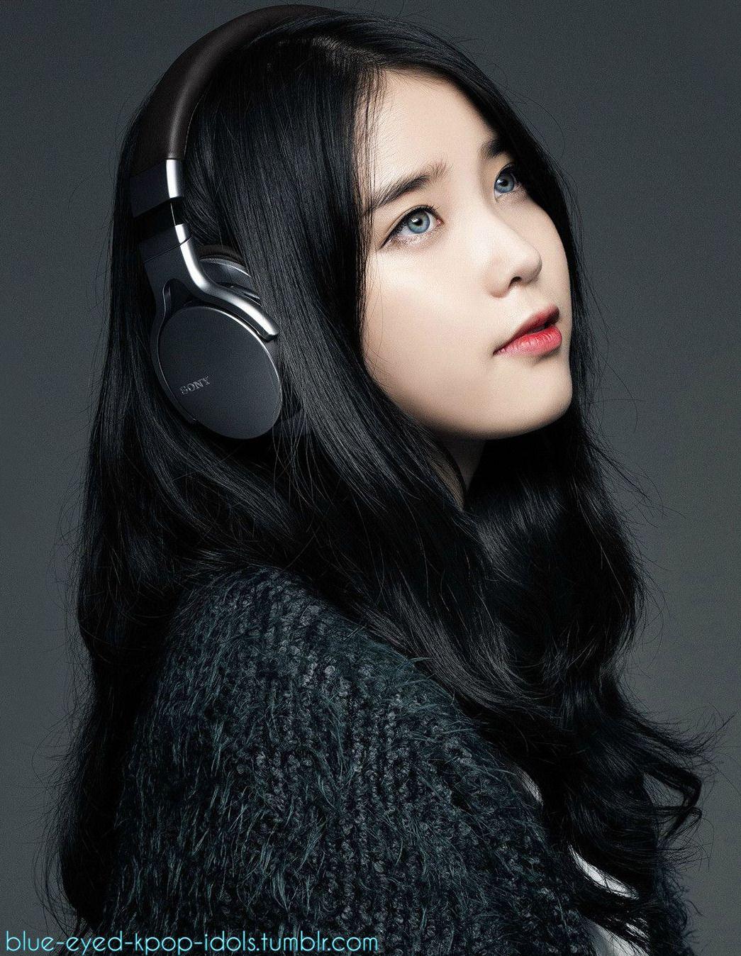 Blue Eyed Kpop Idols Girl With Headphones Korean Actresses Korean Beauty