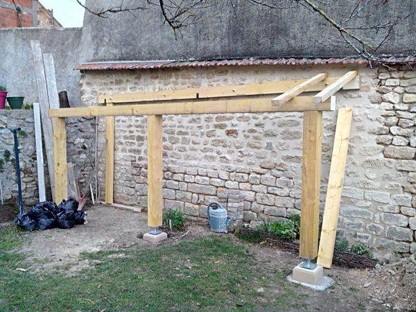 Bonjour Je Me Suis Lance La Semaine Derniere Dans La Construction Dun Abri Bois Il Est Adosse A Un Mur De La Maison Abri Bois Fabriquer Abri De Jardin Abri