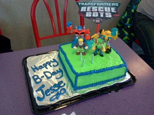 21 Figure Birthday Cakes: Good Idea To Put Action Figure On The Cake