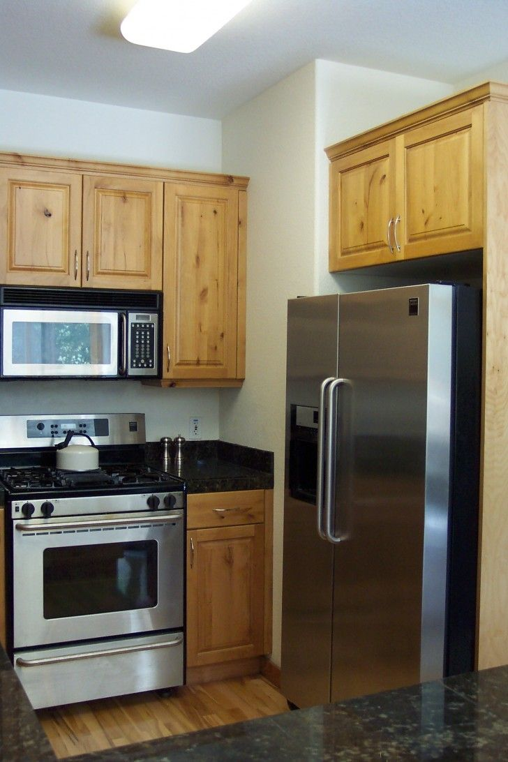 Best appliances for small kitchens entrancing small for Kitchen design pakistan