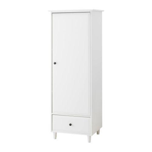 HEMNES Vaatekaappi IKEA Tarpeeksi syvä myös aikuisten vaateripustimille. Laatikossa laatikonpysäytin.