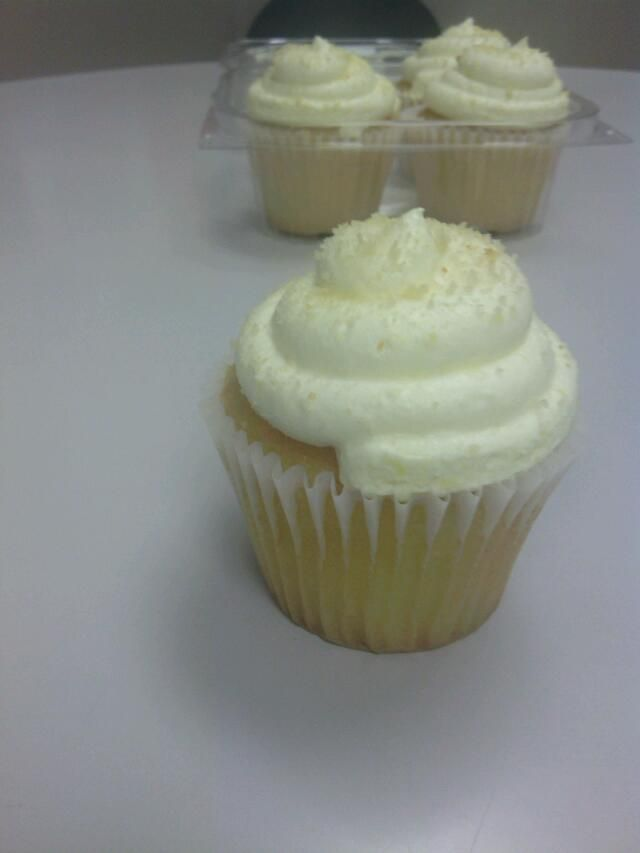 Lemon cupcakes.....mmmmm