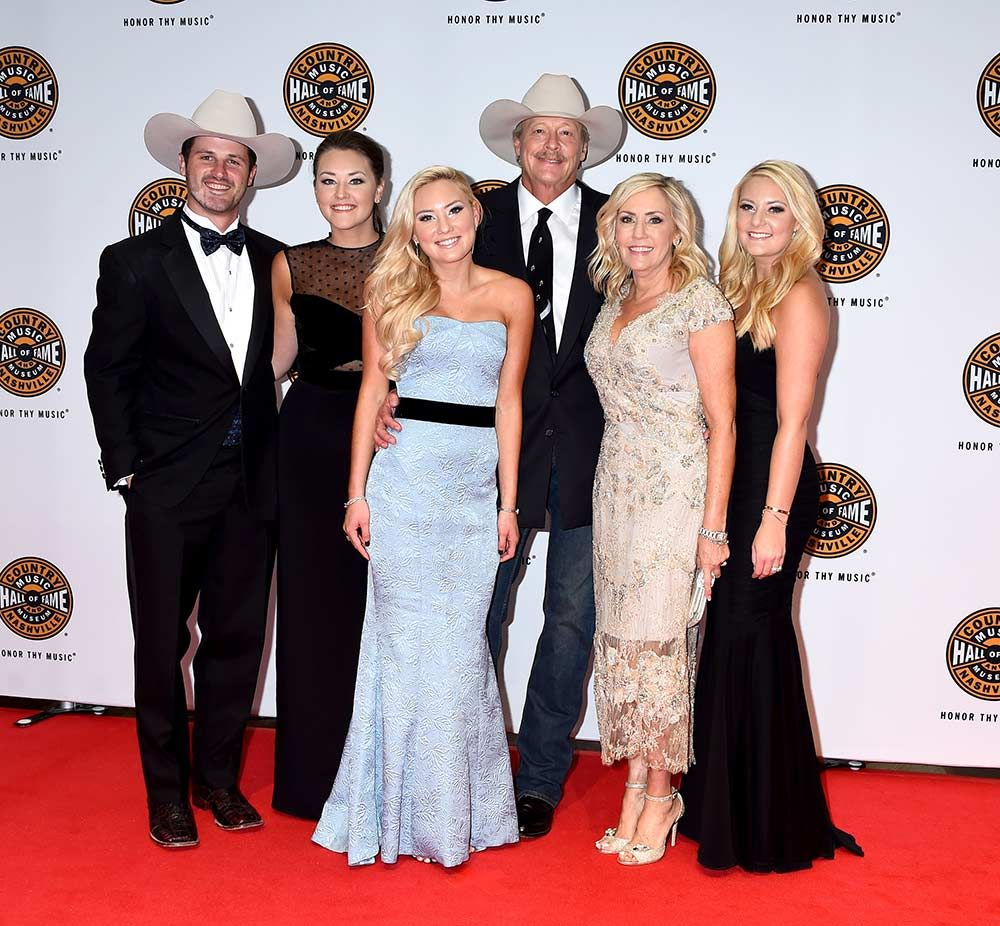 Photo Gallery Alan Jackson S Hall Of Fame Ceremony With George