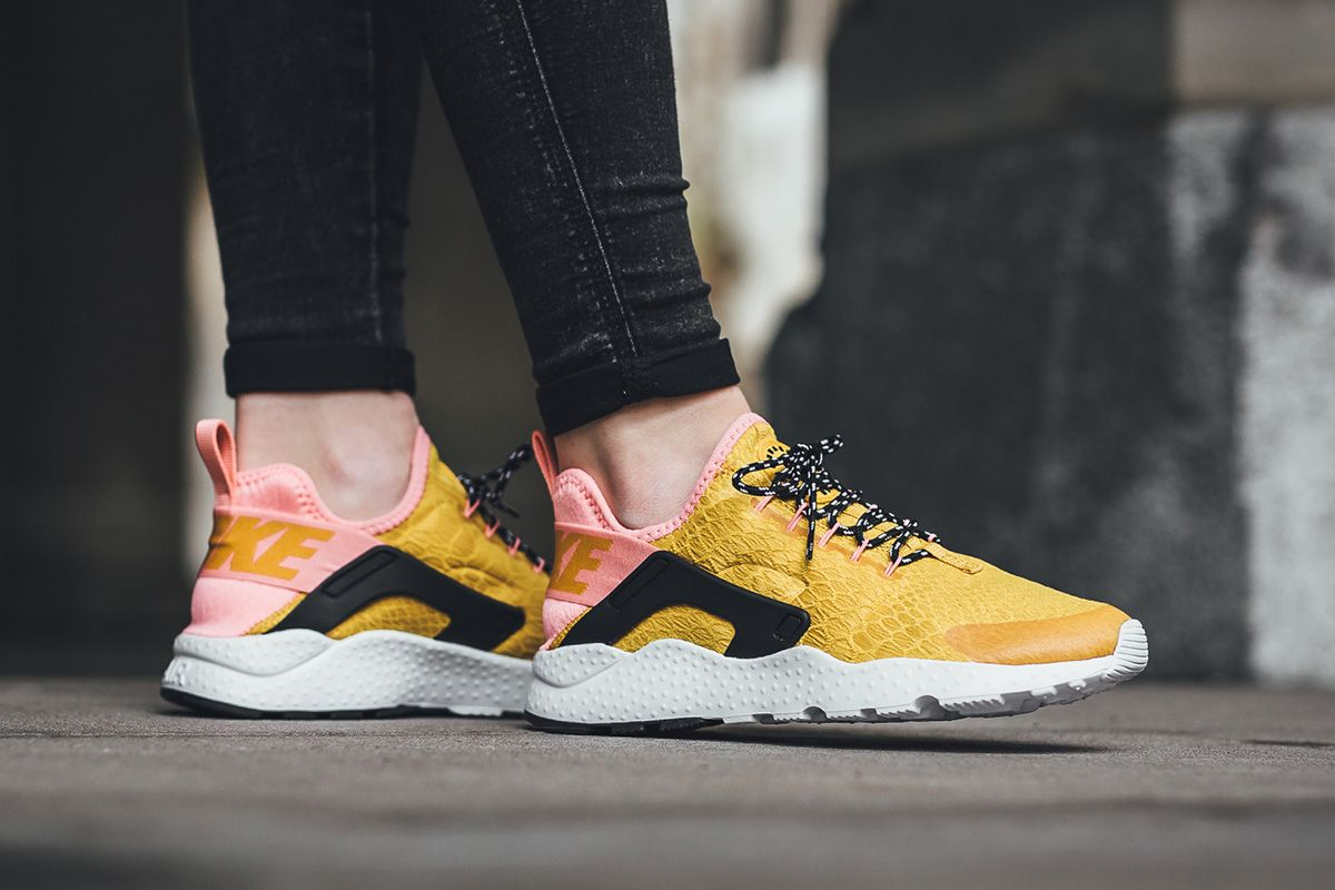 nike air huarache se women