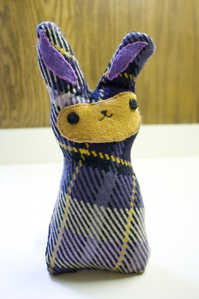 Stuffed bunny DIY, tutorial from larkcrafts com | crafts and