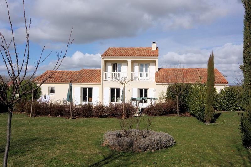 Charenteimmofr: Maison contemporaine 5 chambres au coeur de la Grande Champagne avec de belles vues 315 000 #char https://t.co/ArSkQRxeCK