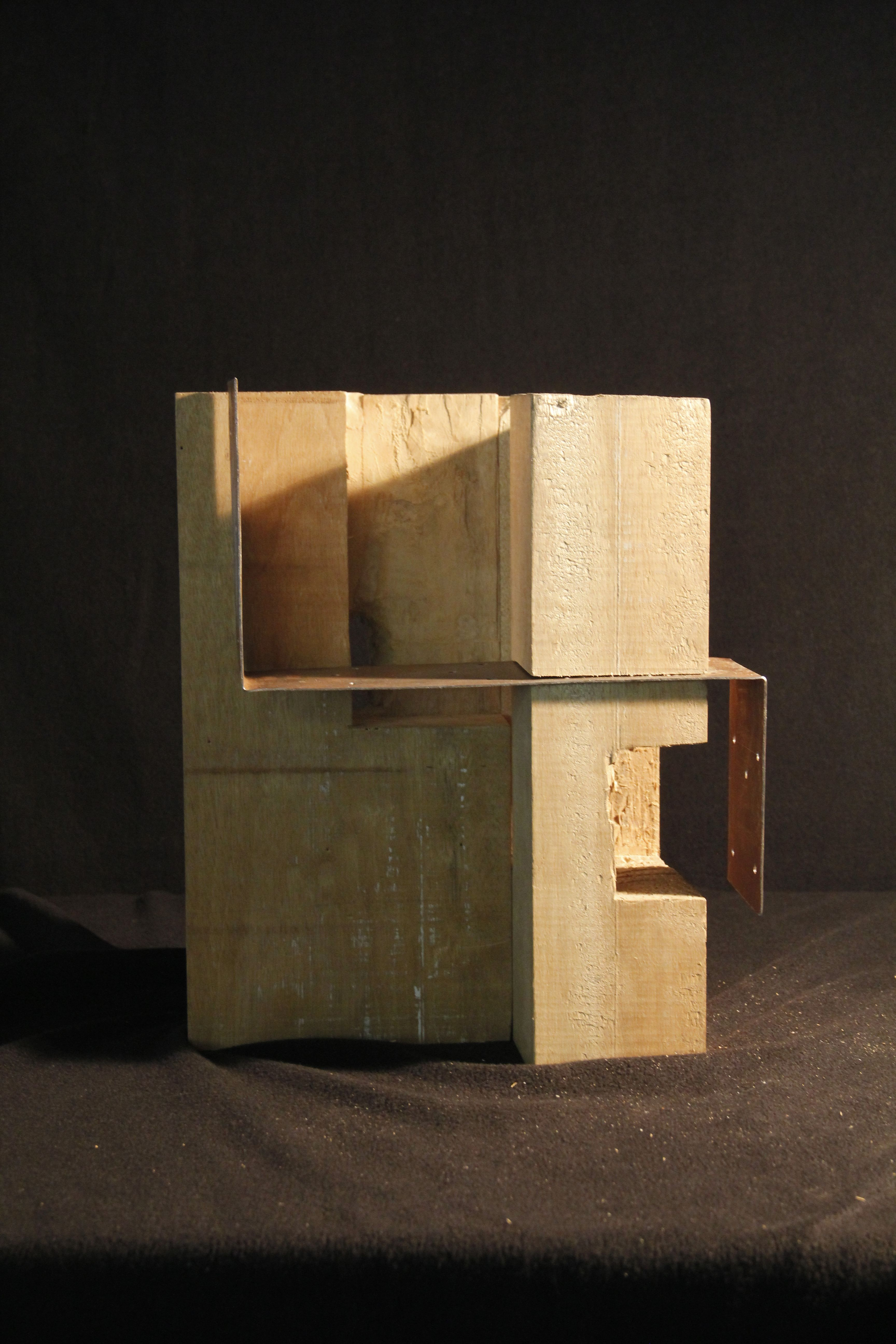 madera y metal. espacio y luz. 2012