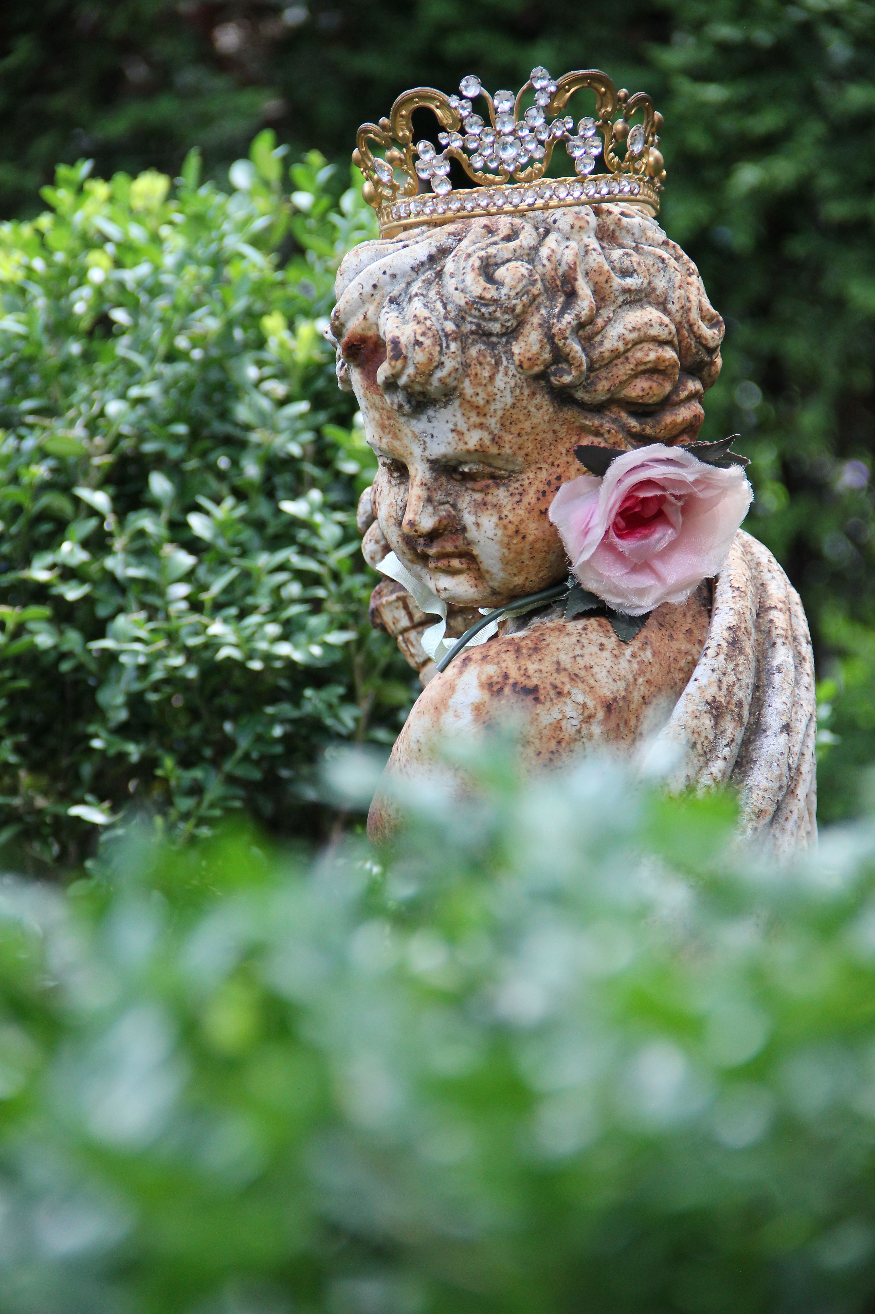Garden decor statues  α grαdєn σf grαcє  FAR AWAY KINGDOM  Pinterest  Gardens Garden