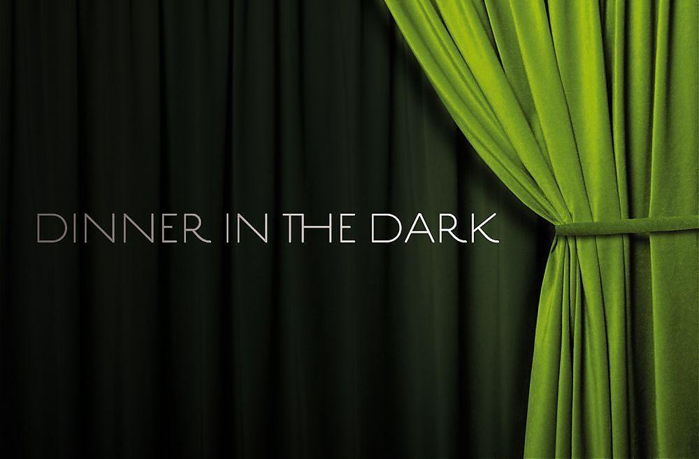 Blind vom Alltag? Ein Dinner in the Dark macht den Weg frei zu neuen Empfindungen und führt Sie hinter den Vorhang der sichtbaren Welt. Beim Essen im Dunkeln in Wien haben Sie einen Abend lang Gelegenheit sich wieder auf Ihre Sinne, unabhängig vom Sehsinn zu konzentrieren: riechen, schmecken, hören, spüren Sie sich durch dieses Erlebnisdinner im Dunkeln.<br />Nach einem herzlichen Sektempfang im Hellen begleitet Sie ein blinder Begleiter durch di...