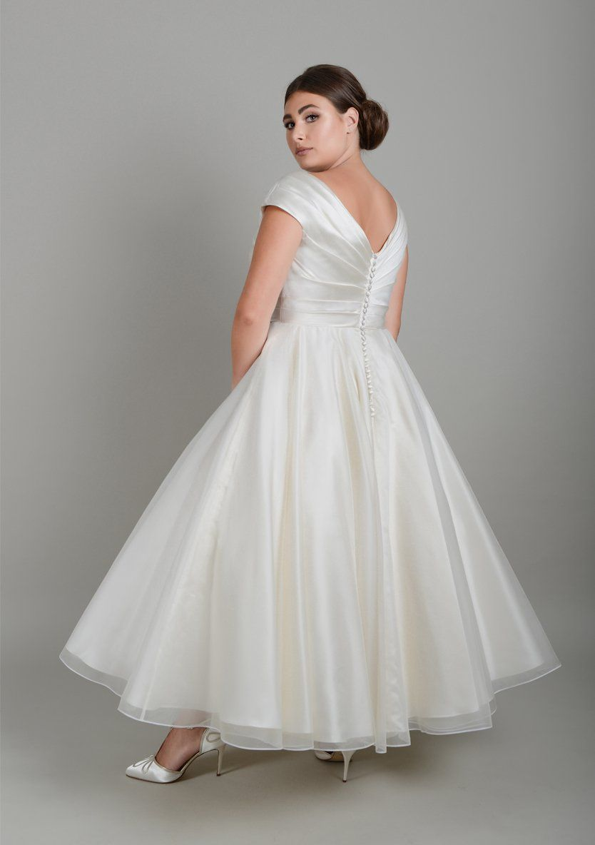 lwmarilyn Classic Fifties wedding gown with pleated satin