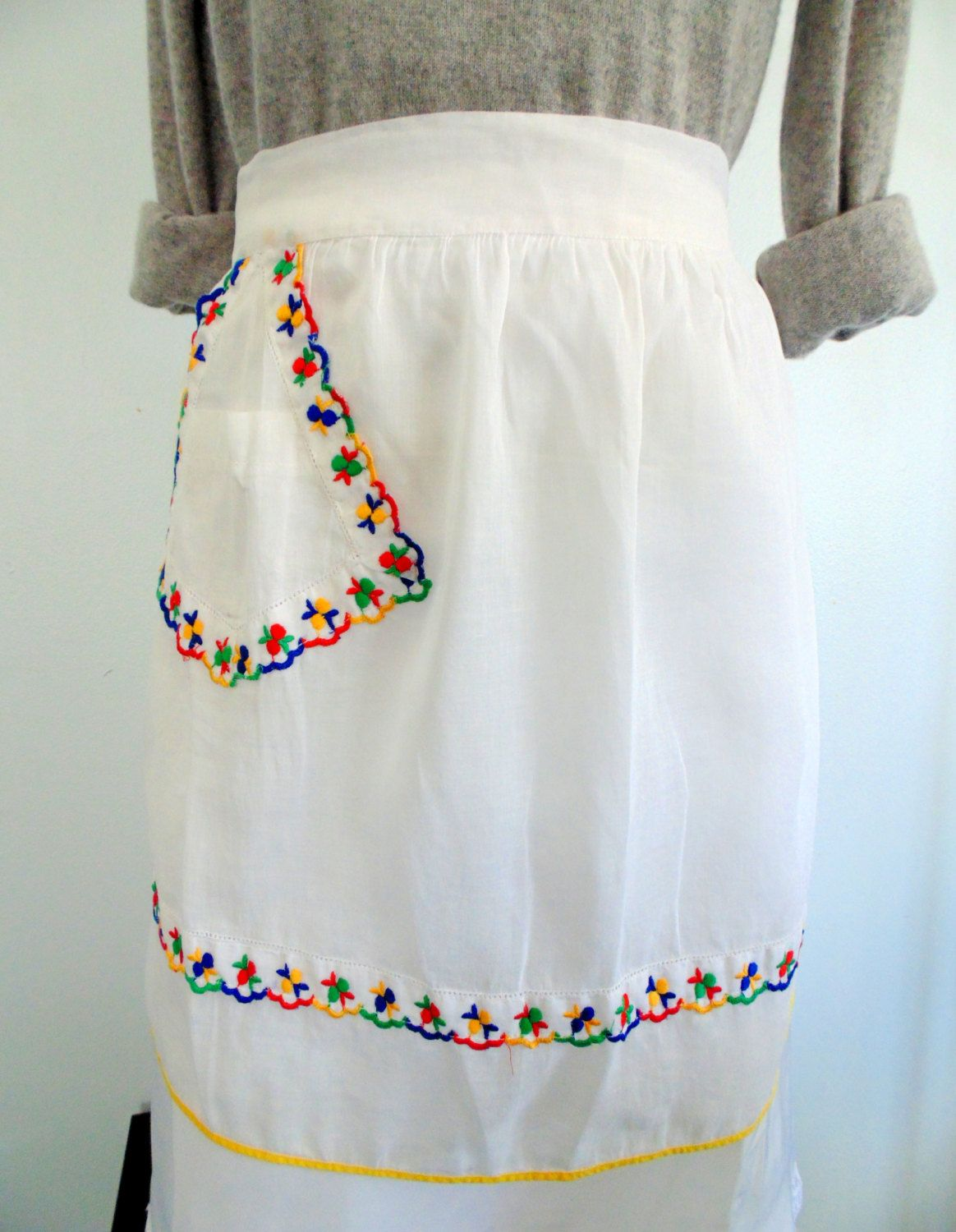 White half apron vintage - Sheer Half Apron White With Colorful Embroidery Accents And Pocket Vintage 1950s