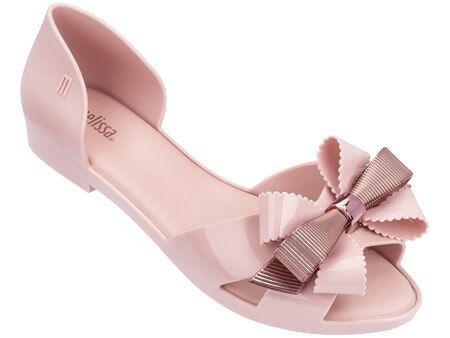 b8fd1c8f27 As produções ficarão ainda mais elegantes com a nova Melissa Seduction.  Esta sapatilha de design