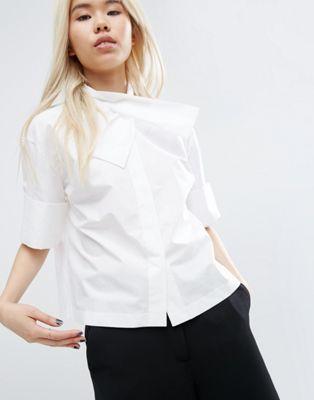 Camisa con detalle de cuello cruzado de ASOS WHITE