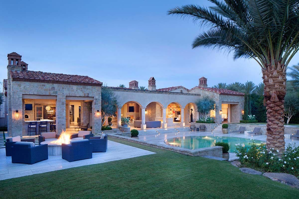 Northern Italian Style Villa Surrounded By An Inviting Desert Oasis Rusticitalianhomedecor Italian Style Home Mediterranean Homes Spanish Style Homes