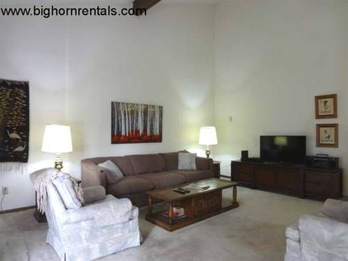 Peak One 206 Frisco (Colorado) Set in Frisco, this apartment features a patio. The property features views of the mountain and is 400 metres from Frisco Historic Park.  The kitchen features a dishwasher, an oven and a microwave, as well as a coffee machine.