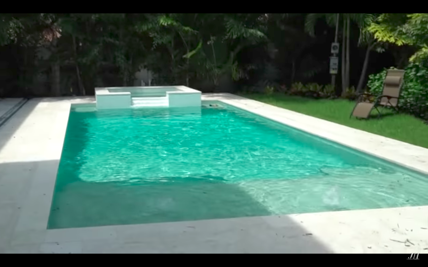 Shallow Tubs. Hot Tub Shallow Seating Area Pool Jaclyn Hill House ...