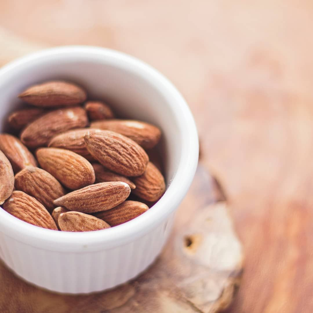 My favourite afternoon snack 😊 I ♥️ raw almonds. . . .