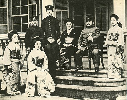 Imperial family's antique photograph. Kunimomiya's family. 1918 ...