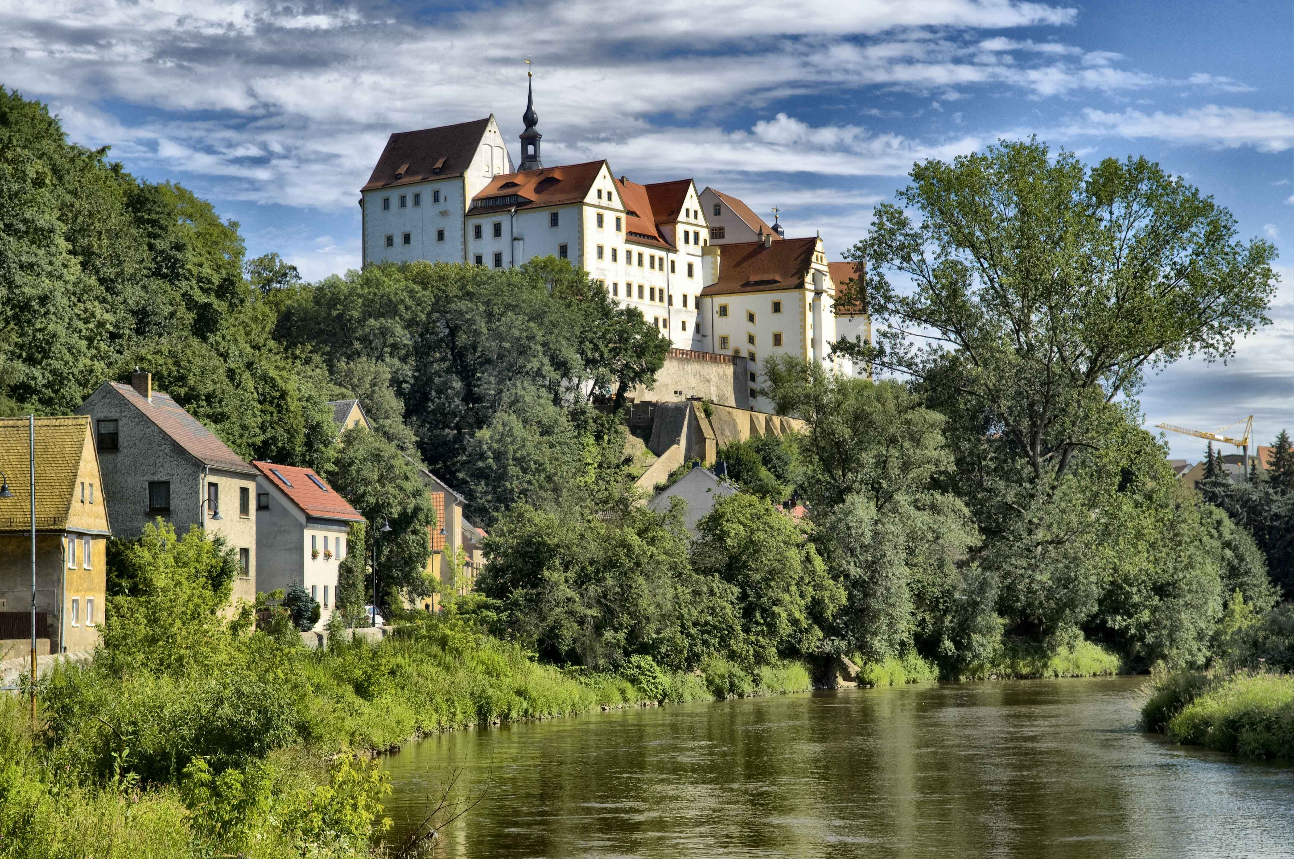 Top 10 Medieval Castles That You Must Visit And See For Yourself Germany Castles Castle Germany