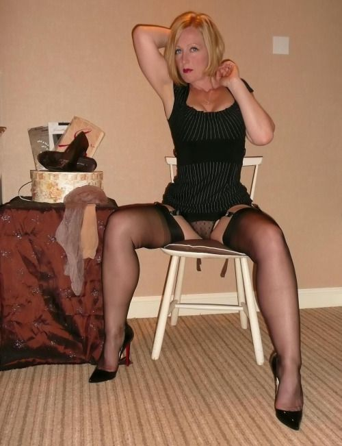 Mature babes in nylons