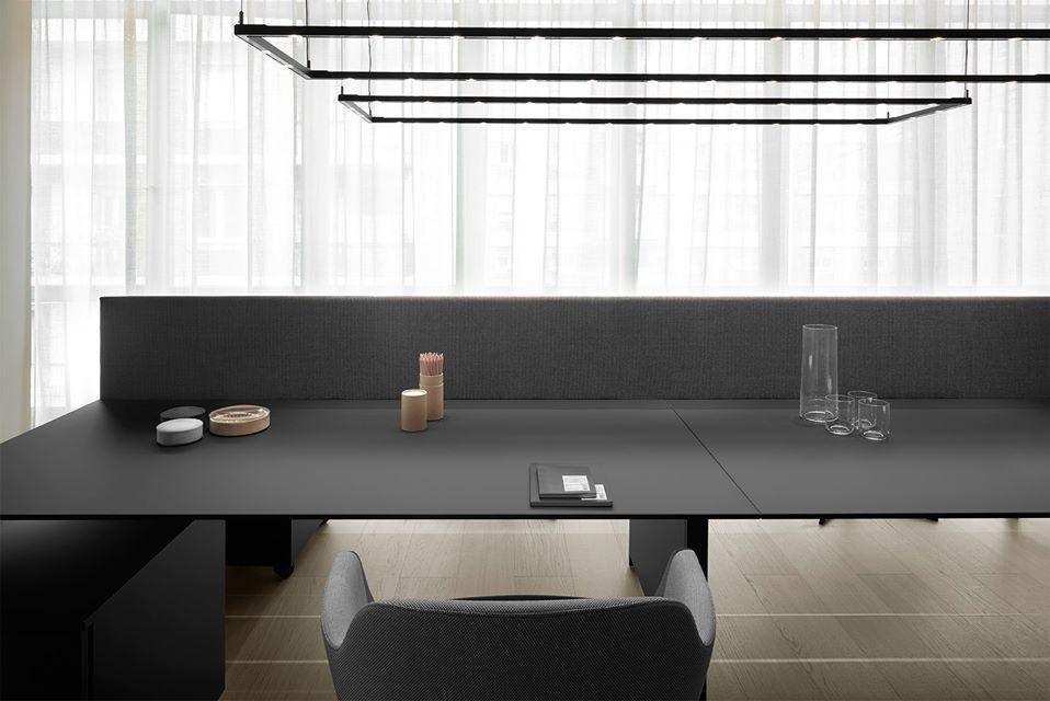 Tavolo Fenix ~ Il tavolo k word nella versione con struttura verniciata e piano