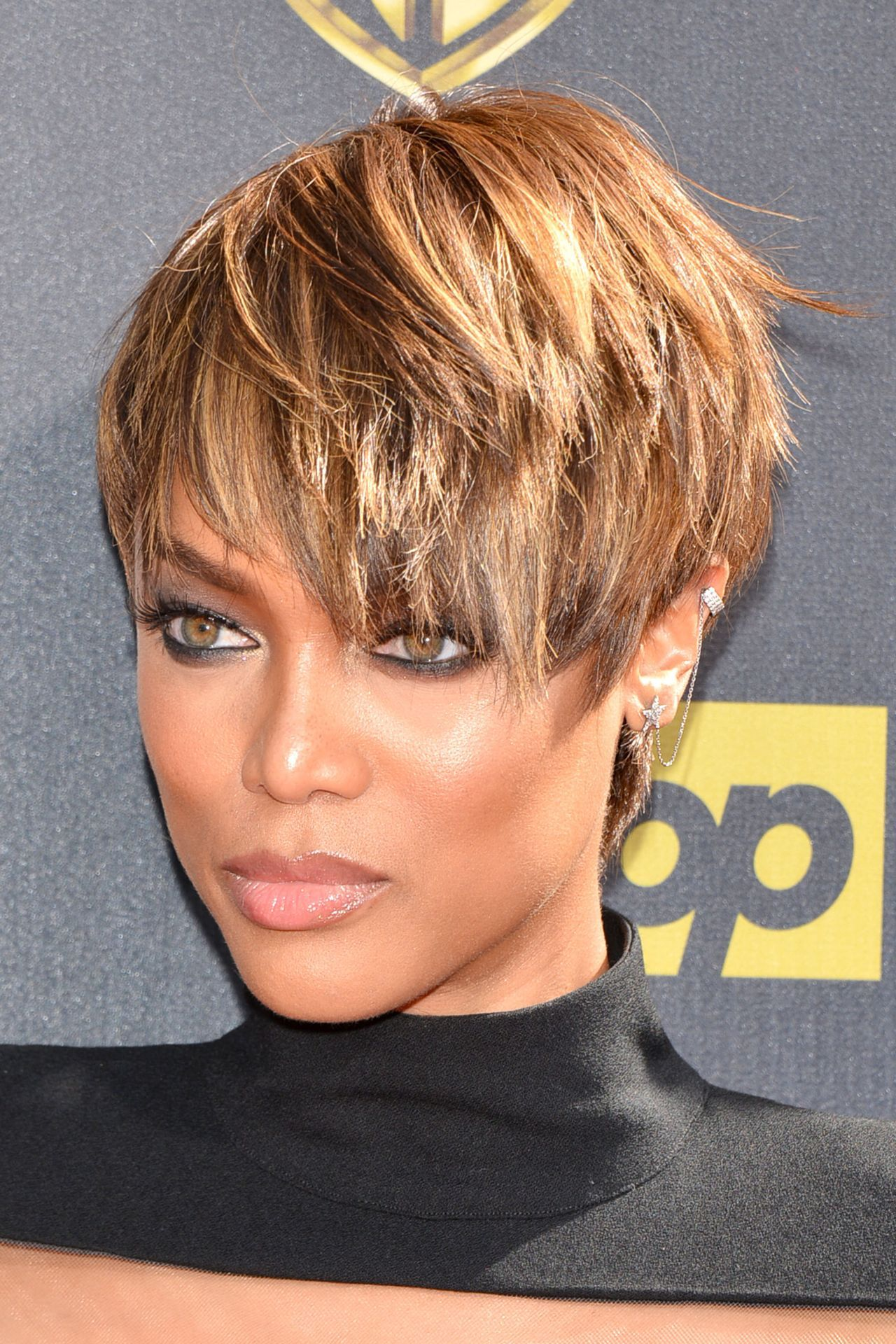 tyra banks short hairstyle Google Search