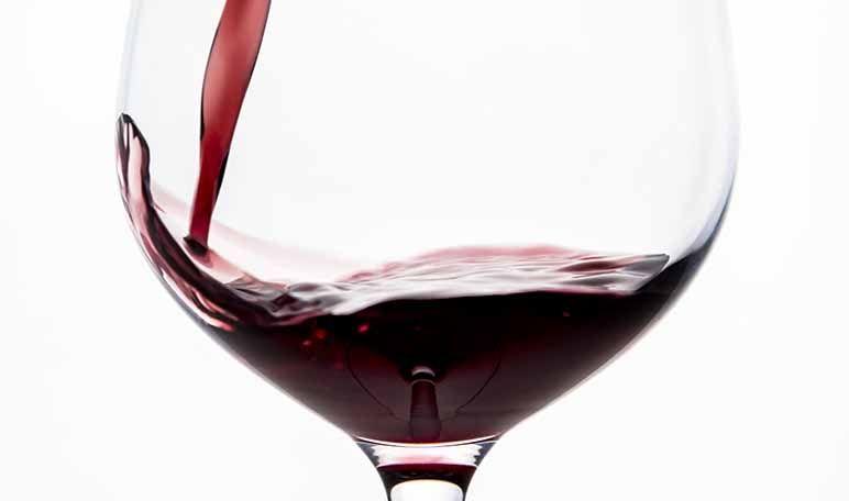 Cómo Eliminar Las Manchas De Vino Con Remedios Caseros Manchas De Vino Manchas De Vino Tinto Vino