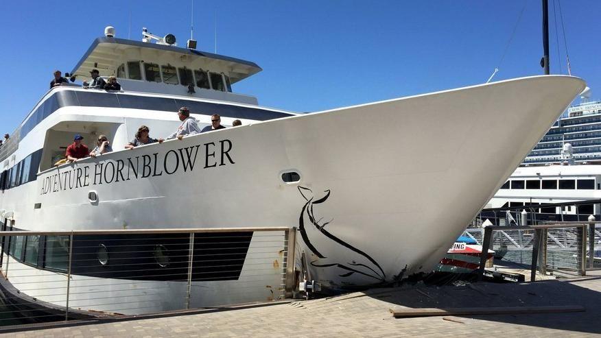 http://www.doyougeek.com/wp-content/uploads/2016/04/la-me-ln-7-passengers-hurt-after-whale-watchin-001.jpg - Guardate uno Yacht che si scontra contro il molo! - Video - http://www.doyougeek.com/guardate-uno-yacht-che-si-scontra-contro-il-molo/ -   Sicuramente ci saranno dei buoni o anche cattivi motivi, ma quando si sbaglia a ormeggiare uno Yachtin un porto, sopratutto vicino a una banchina piena di persone, la cosa non può che essere spettacolare e anche un po' da b