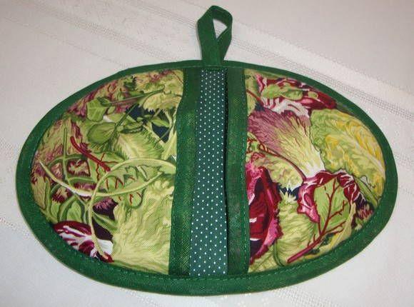 Pegador de panela confeccionado em algodão forrado com manta térmica. Prático para pegar cabos tampas de panelas, além de assadeiras.