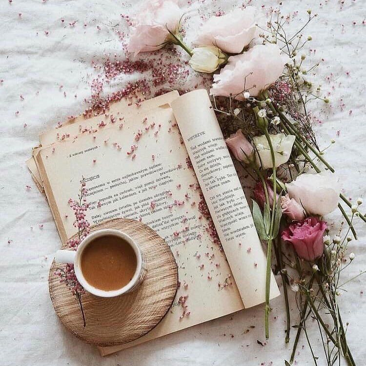 "ood morning. ☀️ ""You can have anything you want in life if you dress for it."" – Edith Head création Unique en so… 