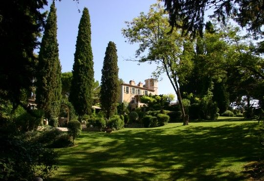 chateau with beautiful gardens