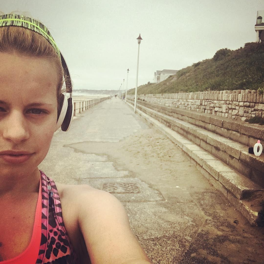 Morning run! 4.1miles. Got myself up to 30 so far!!!! #outrunmay #beachrun #running #fitness #selfie #quicksnap #dontstop #goals by rachelbenji