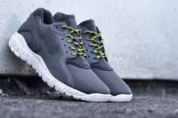 ... available 23906 b6d3c This Upcoming Nike Shoe Is Almost A Hybrid Of  Roshe and Huarache ... f12e7354fb94