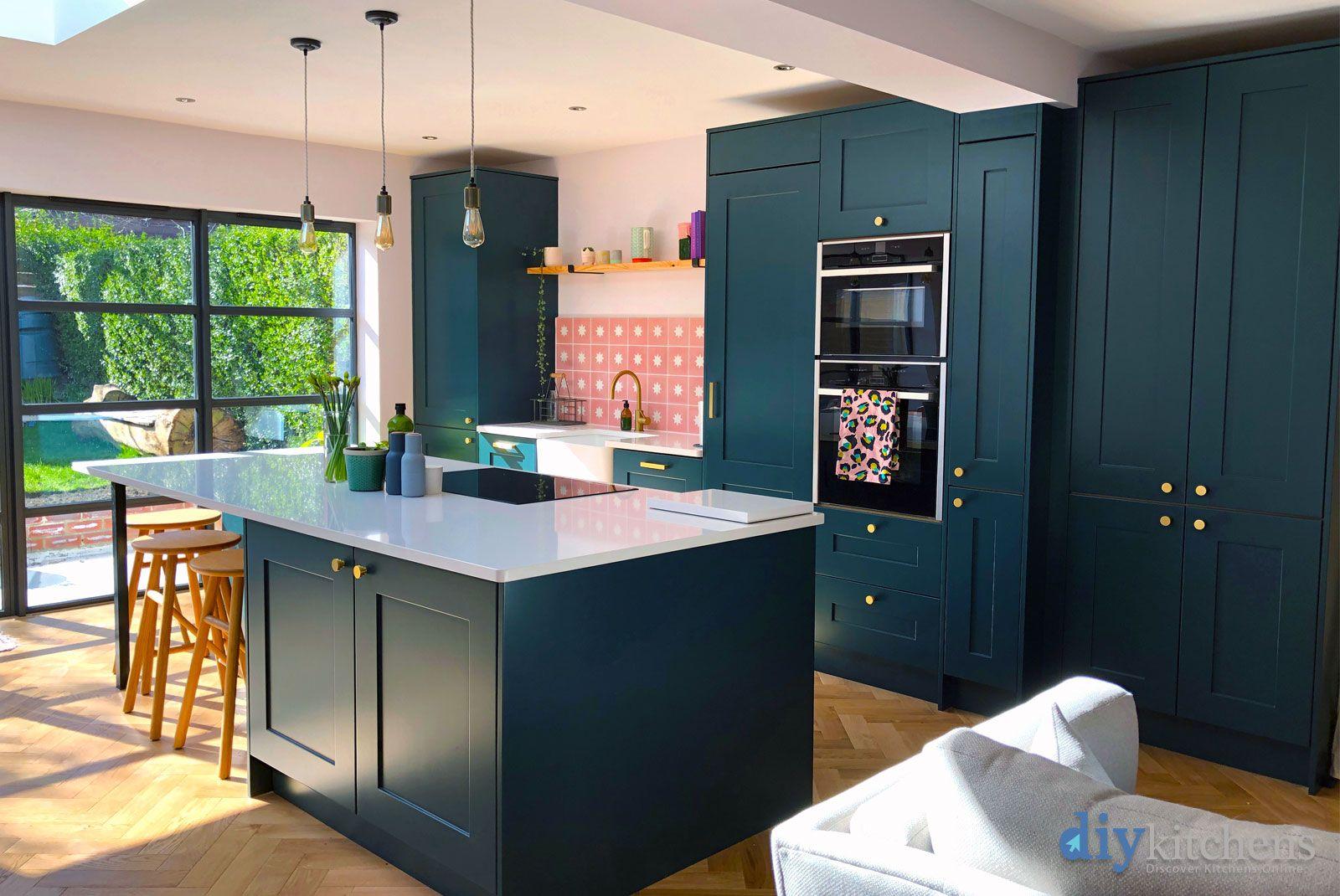 An Innova Stanbury Bespoke Painted Shaker Kitchen. Diy