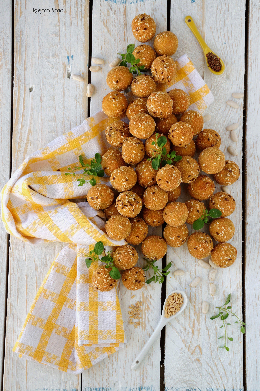 #polpette #fagioli #foodphotography #photography #ilove #home #semi #sesamo #party #festa #natale #aperitivo