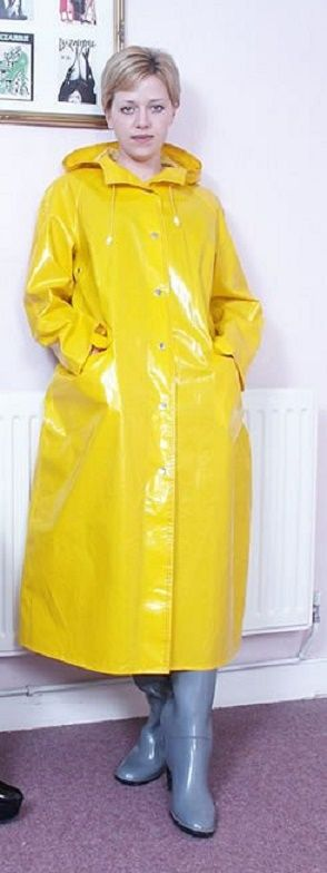 Ein Gelber Kunststoff Regenmantel Für Sonntags Pvcレインコート
