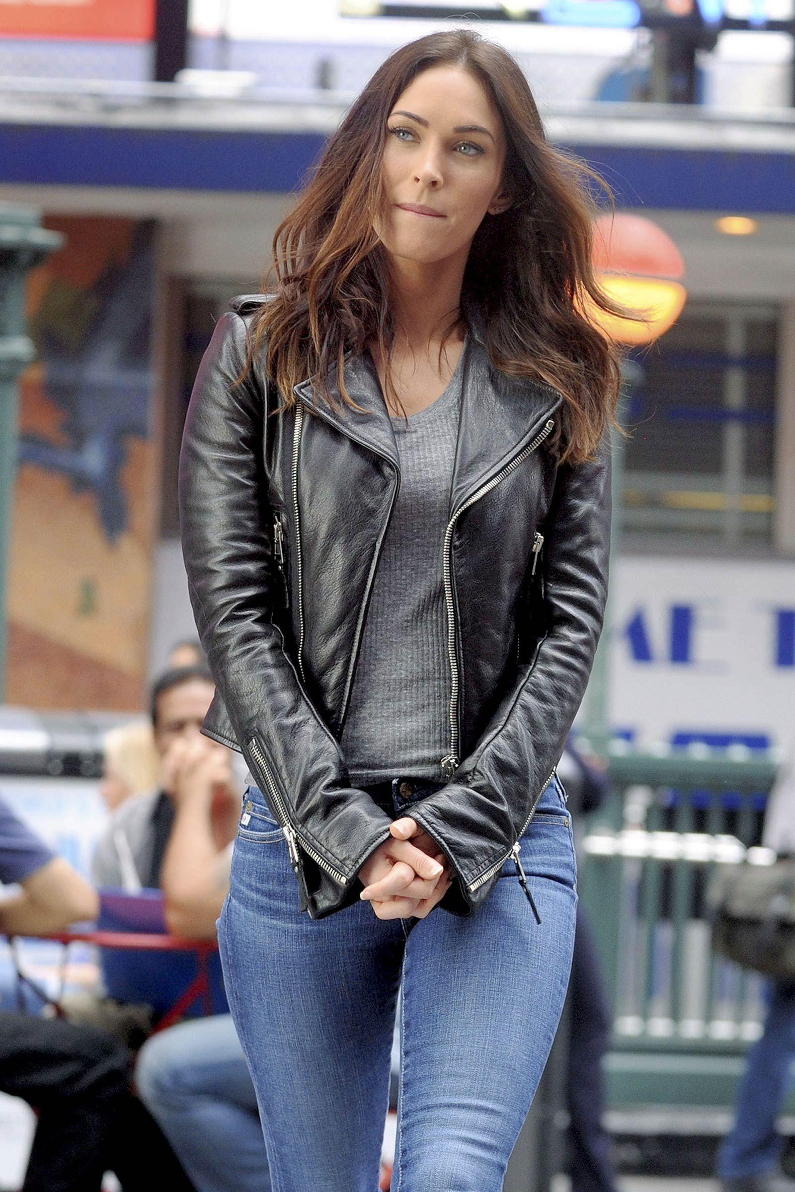 Megan Fox On The Set Of Teenage Mutant Ninja Turtles 2 Meganfox