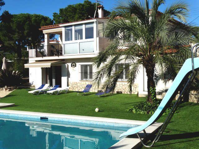 Exclusives Ferienhaus Mit Grossem Pool Fur Max 10 Personen Haus Bianya In L Escala Ferienhaus Ferien Urlaub Am Meer