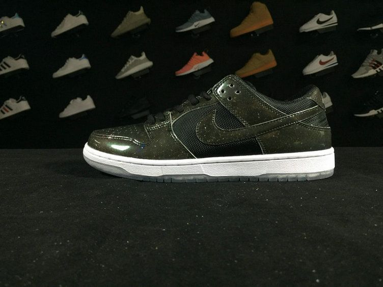outlet store 0afee 49576 Dunk 883232 001 Nike SB Dunk Low TRD QS Dove Grey Black Grey Green Shoe For