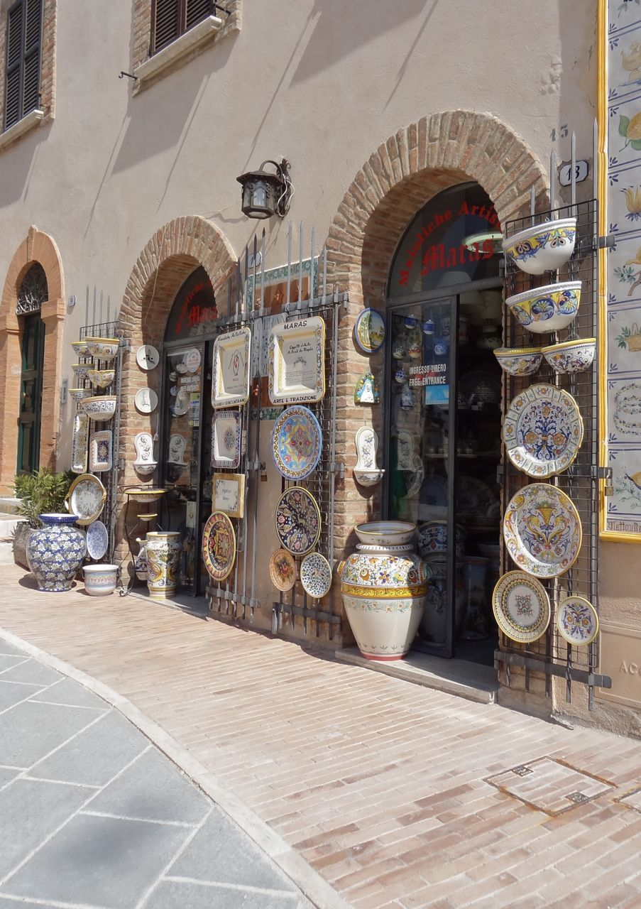 The beautiful little italian hillside town of deruta is known the beautiful little italian hillside town of deruta is known throughout the world for one thing ceramic shopceramic potteryumbria doublecrazyfo Images