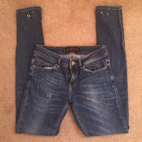 Zara skinny jeans In very good condition. White speckles on the jeans. Zara Jeans Skinny