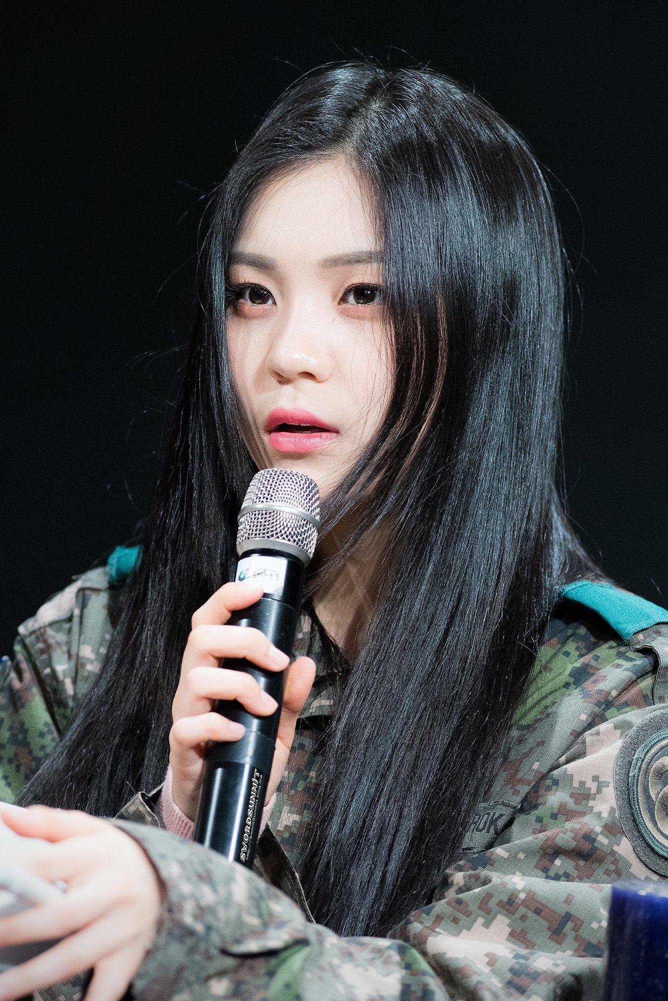 Https Pbs Twimg Com Media D5l1mbjvuaa8thb Jpg Orig Kpop Girl Groups Kpop Girls Girl