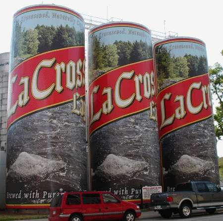La Crosse Wisconsin The World S Largest Six Pack At The La Crosse Lager Plant The Grain Storage Tanks For The Roadside Attractions Wisconsin Travel Roadside